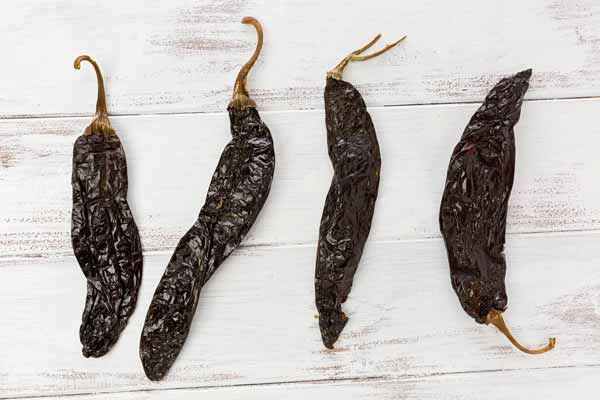 Capsicum Mexican dried chilaca pasilla chili pepper