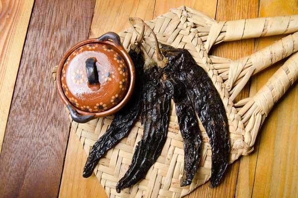Capsicum Mexican dried chilaca pasilla chili pepper